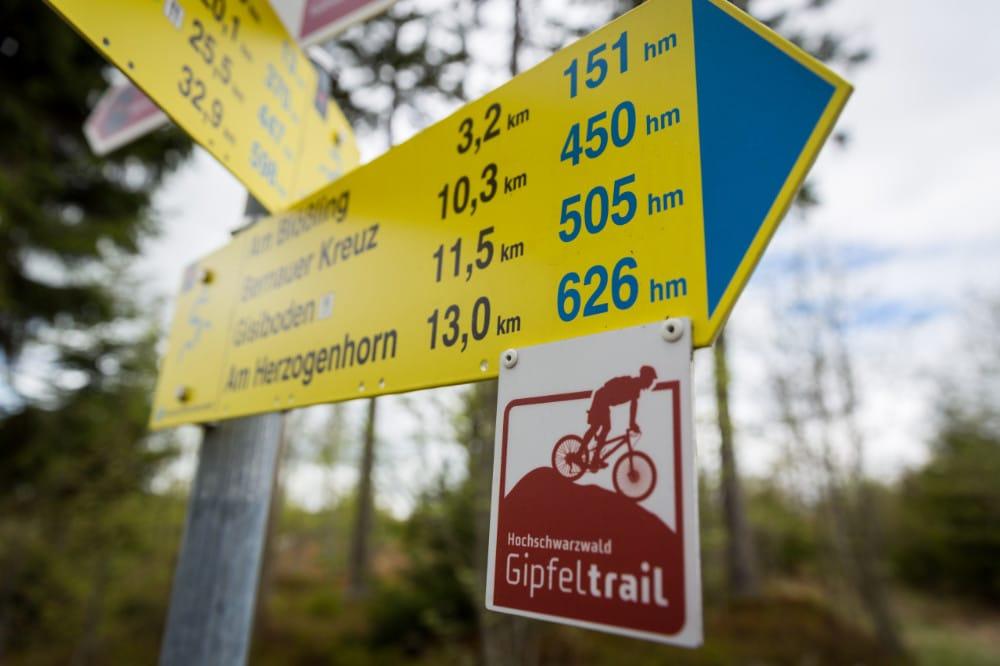Mountainbiken und Fahrradfahren Wegweiser Gipfeltrail